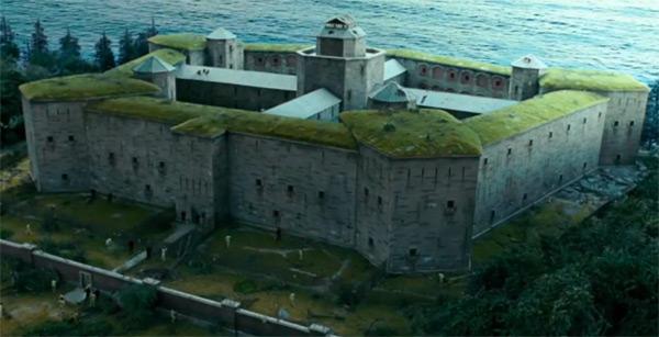 green_roof_shutter_island_prison_c1vko